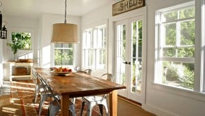 Retractable screens keep your kitchen and dining room fresh, light, and bug free.
