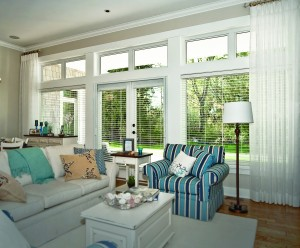 Love your living room with our retractable screens! Whether you want to enjoy the breeze, make the best of your view or open up your home, our retractable screens can help.