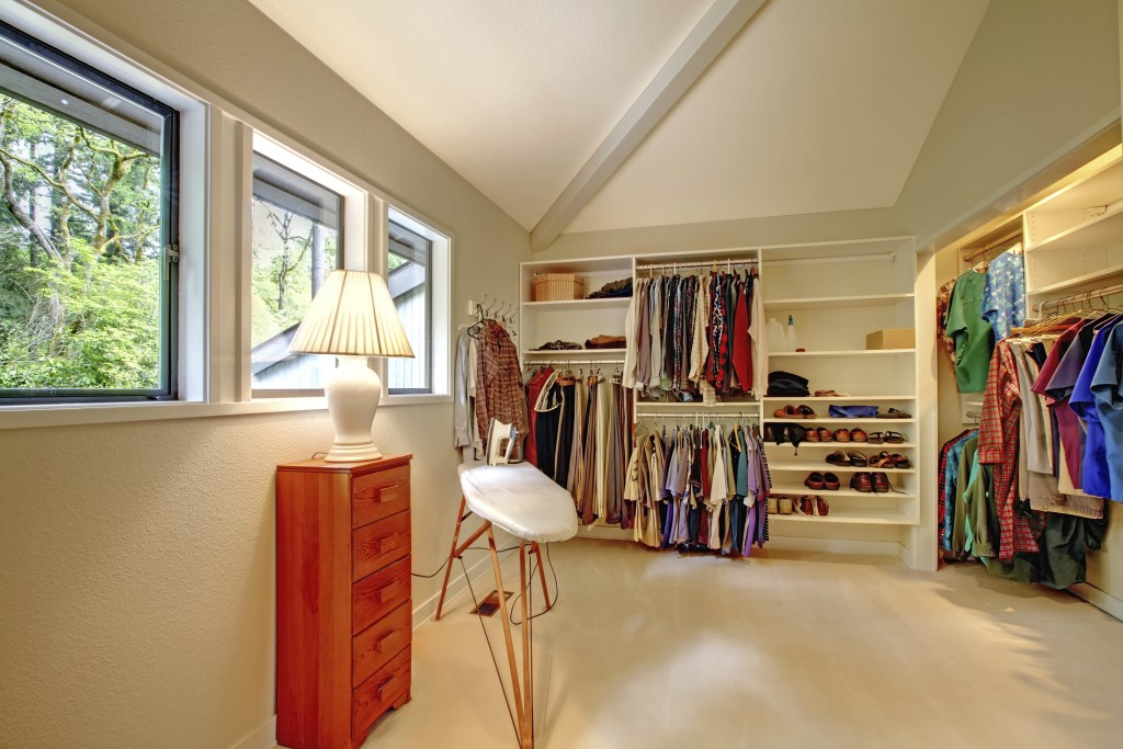 How To Convert A Spare Bedroom Into A Walk In Closet